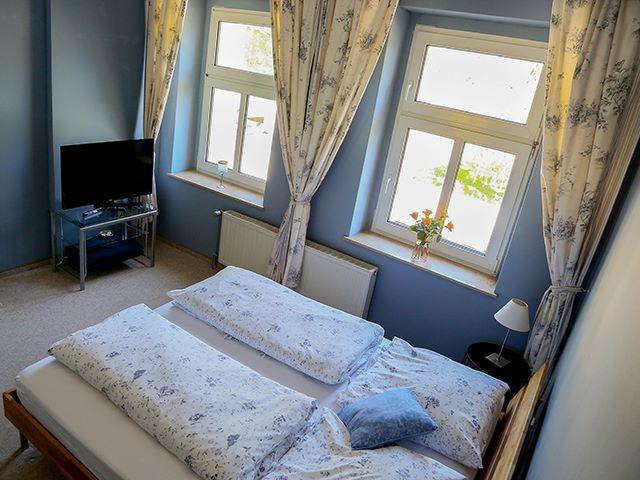 Blaues Zimmer Schlafen Fernsehen
