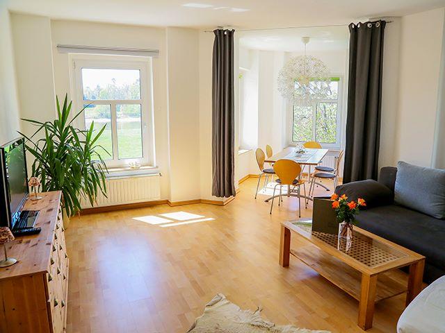 FeWo Elbe-Blick Wohnzimmer Esstisch