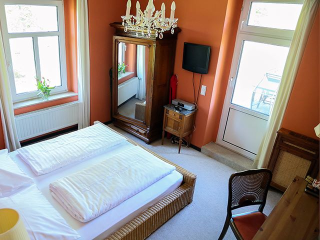 Rotes Terrassenzimmer Schlafen Fernsehen